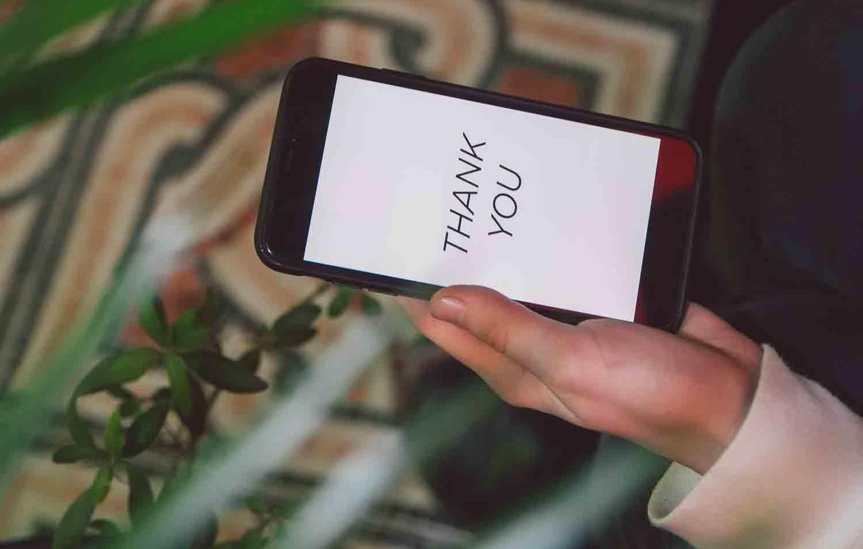 Como limpar capinha de celular transparente de 5 maneiras. Foto: Pexels