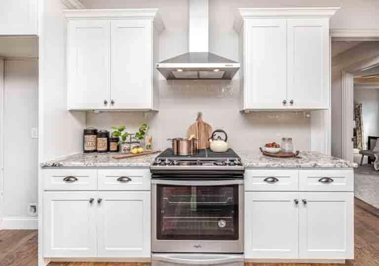 Aprenda como limpar forno com ingredientes caseiros